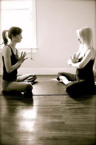 Йога для беременных  – наклоны вперед