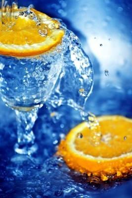 вода и апельсиновый сок