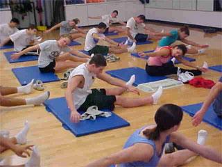 упражнения пилатес в фитнес центре