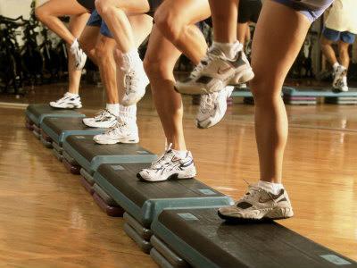 универсальное упражнение степ-аэробике